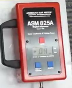 Un indicateur ASM 825A pour évaluer à quelle point une surface est glissante.