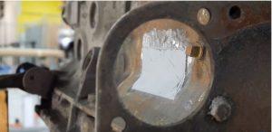Cette image montre un moteur ayant été réparé à l'aide d'un produit Belzona.